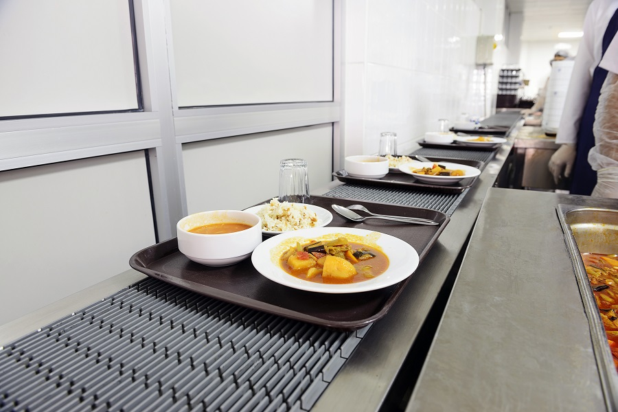 Food service in a commercial kitchen on the conveyor belt